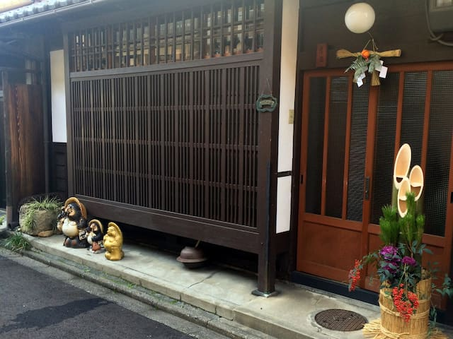 Antique MachiyaHouse JR kyoto Toji - Kyoto - Hus