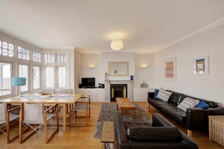 Apartment 2, 15 Eastern Esplanade