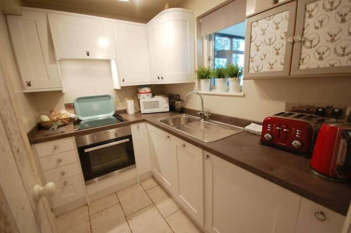 The Studio, Free Parking in central Windermere.