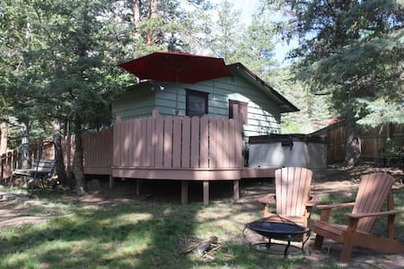 """Private HOTTUB Fireplace Mtn""""Vibe"""" EZ Walk to RMNP"""