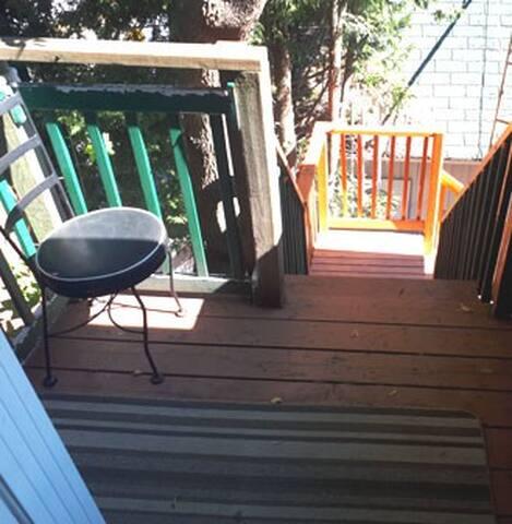 escalier pour accéder au logement