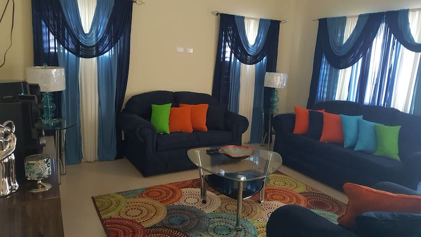 Sunny Escape Villa: 3bed/2bath - Ocho Rios - House