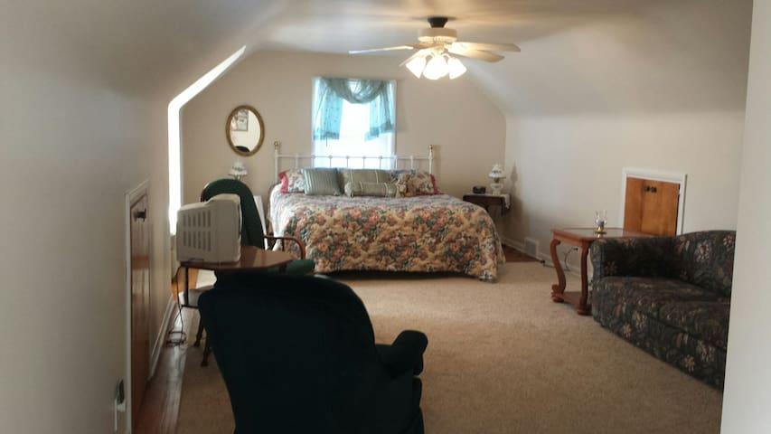 Beautiful 3 bedroom Cape Cod home - Cuyahoga Falls