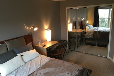 Private Bedroom - 5 minute walk to UofM Hospital - Ann Arbor - Appartement
