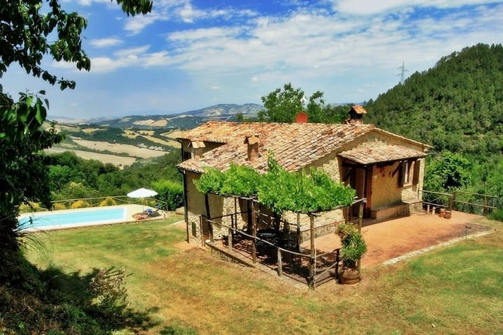 Cozy cottage situated on the hilltop, with pool - San Dalmazio - Ev