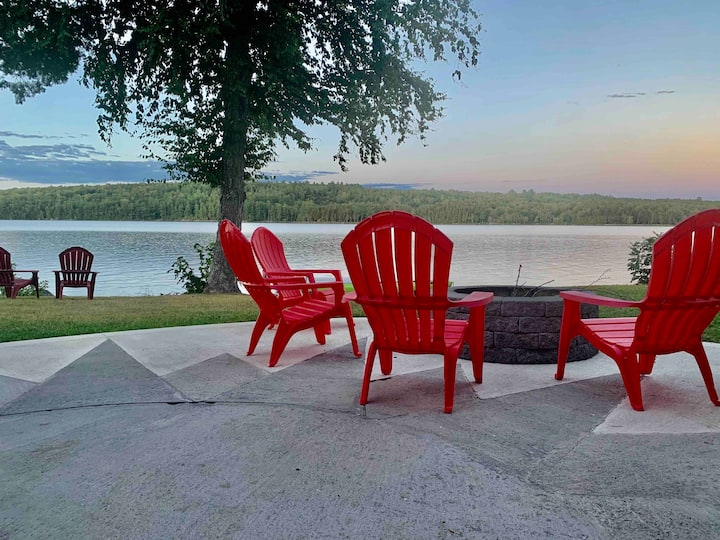Private Lakefront Home: Fire Pit, Fishing, Kayaks
