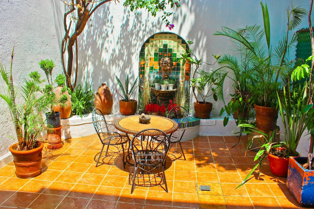 INDOOR PRIVATE PATIO, GREAT FOR FAMILY GATHERINGS