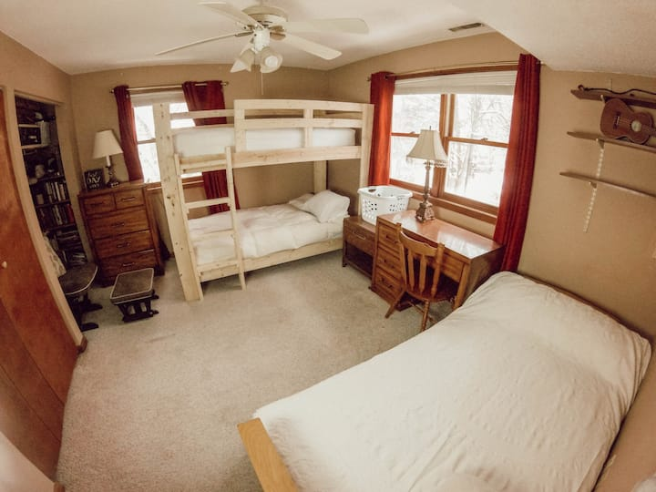 Cozy bedroom up to four 👨‍👩‍👧‍👦 & 30 minutes from Boston