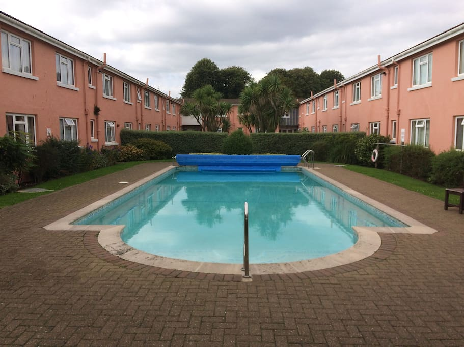 Heated swimming pool (27c) open May to September