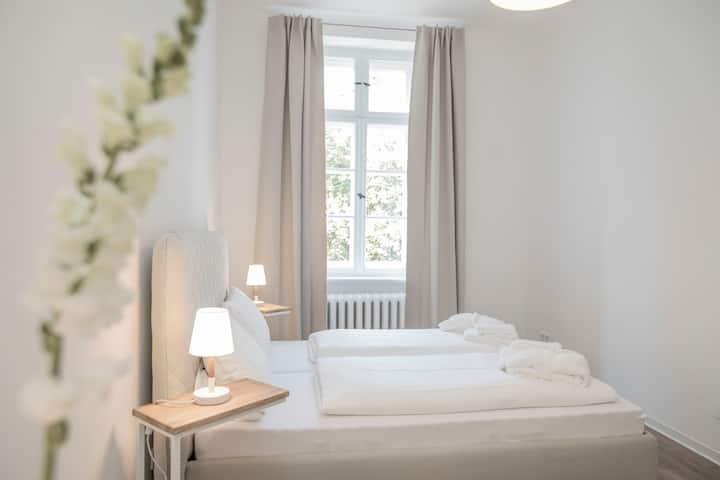 Zimmer FREI! Holidays  Nr. 3 mit 16 m²