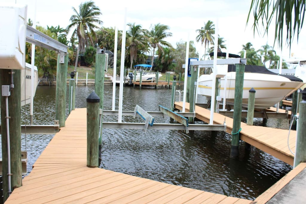 Sparkling gulf access canal and your own boat slip to park your boat.