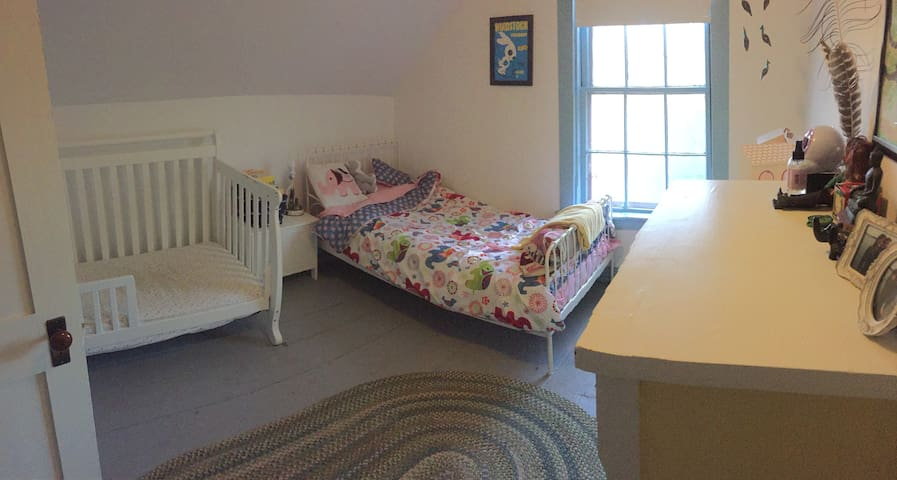 3rd Bedroom with Twin Bed and Toddler Crib