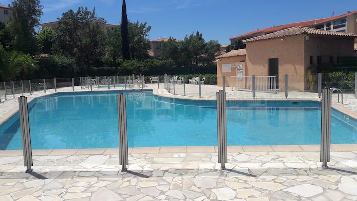 T2 piscine, terrasse,clim, tennis