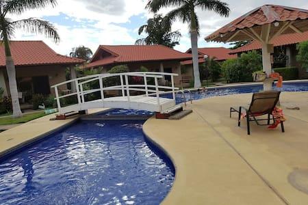 House Claudia Playa Potrero Guanacaste Costa Rica - Potrero - บ้าน