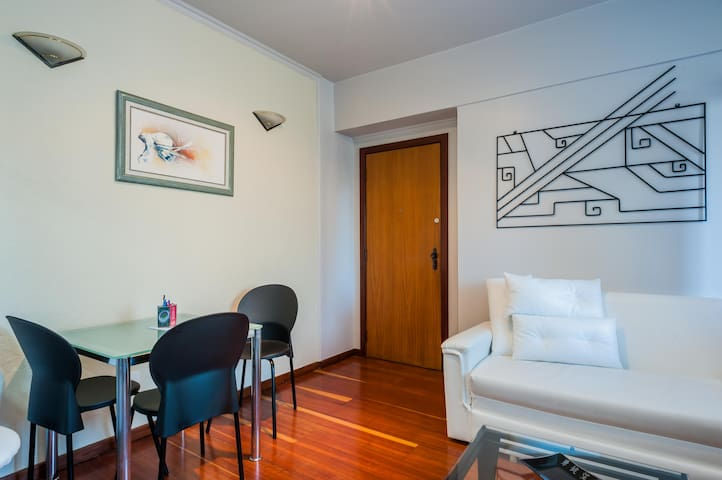 Brand NEW Studio + Wifi + TV and Pool - Belo Horizonte - Daire