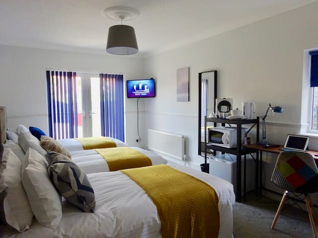 10 Minute Walk To Station City Centre Apart-Hotel