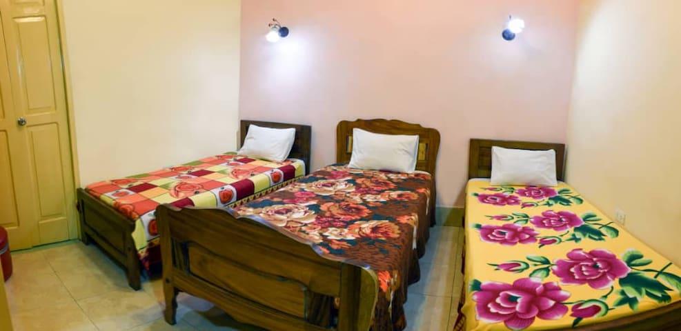 Habitación 1 Tres camas personales