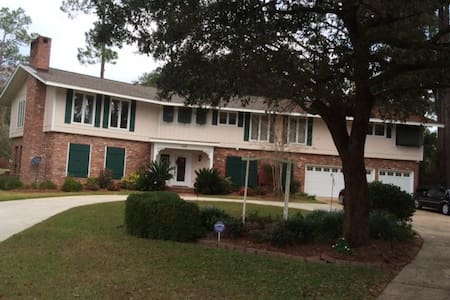 Entire First Floor Available! - Diamondhead