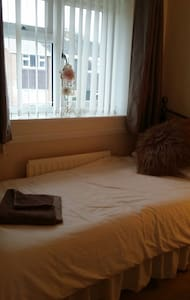 clean and cosy  single room - Almondsbury - Casa