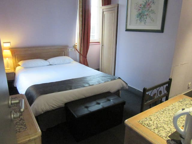 chambre + petit dej centre ville Reims - Reims - Bed & Breakfast