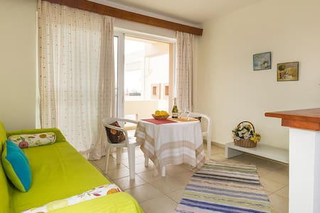 Friendly and quiet apartment - Afantou - Apartamento