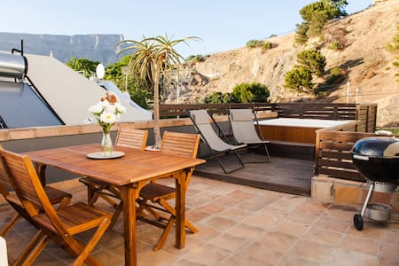 Stylish Villa, Rooftop Terrace&View and Parking - Kaapstad - Appartement