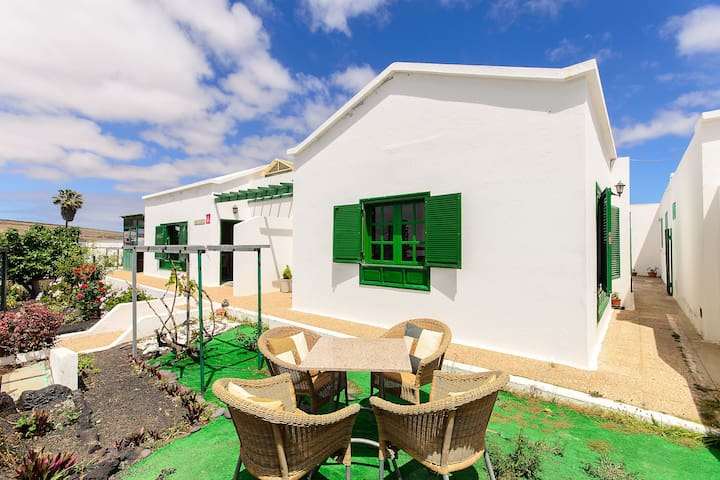Home In Central Location with Vegetable Garden, Terrace, Mountain View & Wi-Fi