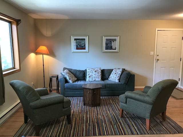 Private + spacious, Pemberton 1 bedroom suite. - Pemberton - Suite per als hostes