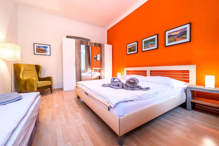 ☼ Bright & Colorful Suite, Central Downtown Area ☼