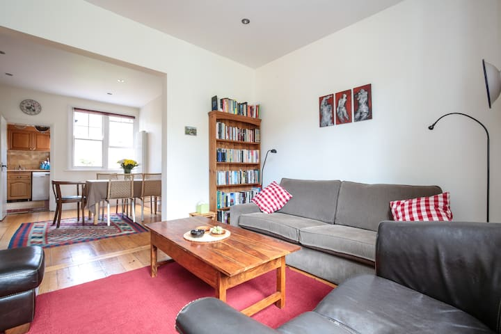 Cosy Edwardian cottage with lovely garden - Londres - Casa