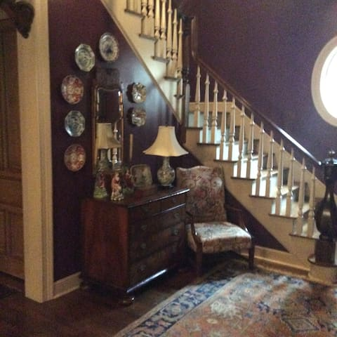 Antiques & Ambiance - Germantown