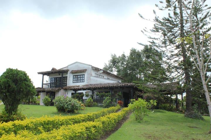 Hermosa y Amplia Casa Quinta cerca a la Cumbre - La Cumbre - Teilzeitwohnung