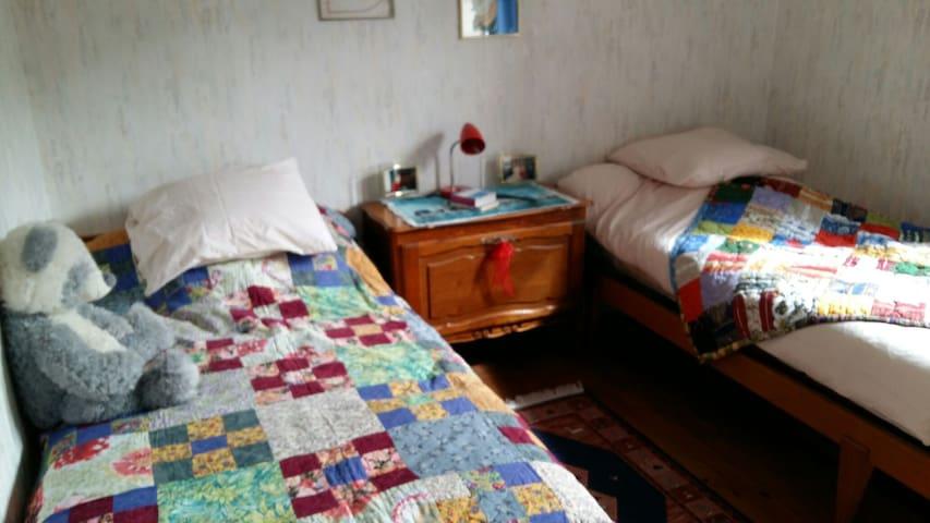 Chambre  2 lits 1 pers à 800m du circuit