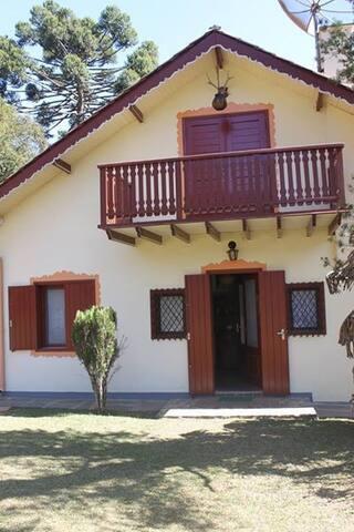 MELHOR LOCALIZAÇÃO! Linda Casa em Monte Verde