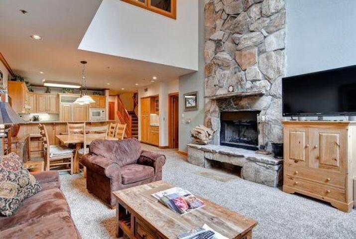 3 Bedroom Ski-In Ski-Out Luxury Deer Valley Condo