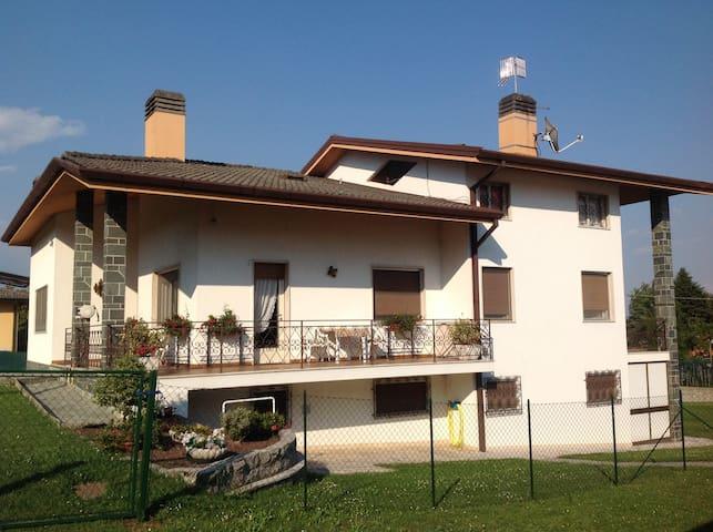 Mansarda 2 stanze attigue 5/6 letti - Colloredo di Monte Albano