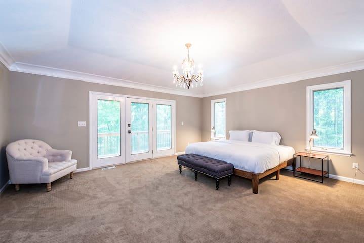 Luxury Master Bedroom Private Bath, TV, WiFi 🏆