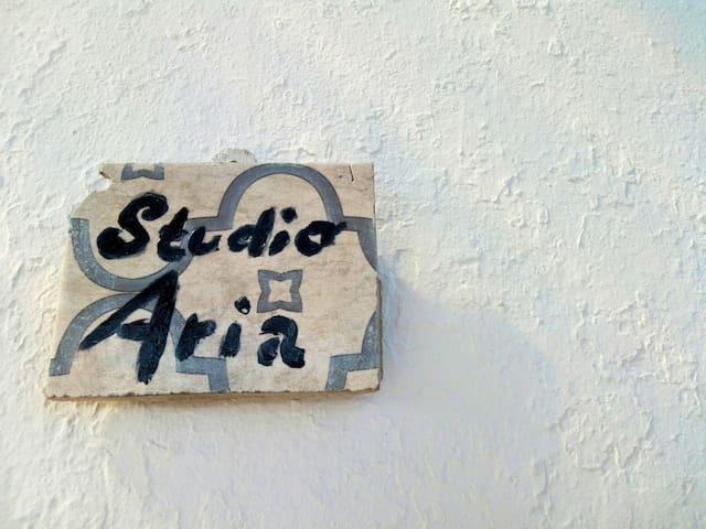 """Studio """"Aria"""" nel Trullo la Gatta felice"""