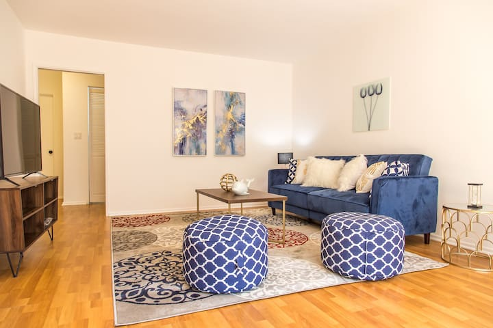 Stylish Apartment -Downtown Glendale- Access to LA