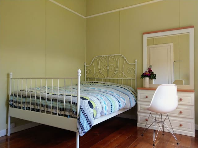 Family Friendly Home in the Heart of Williamstown