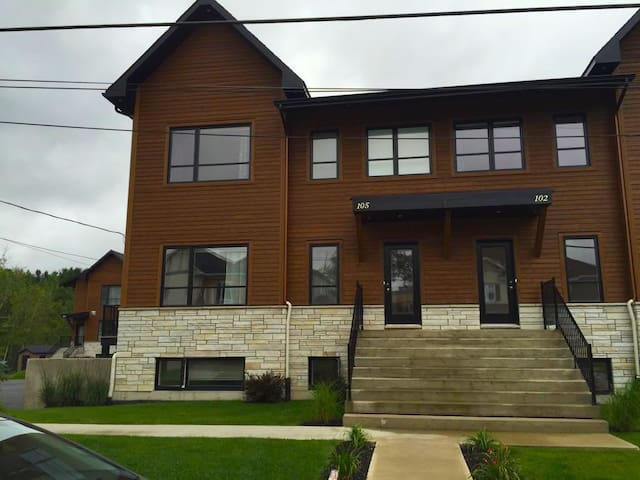New, spacious, entire house in Sherbrooke, Estrie - Sherbrooke - House
