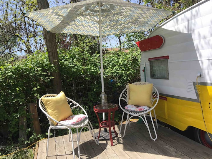 Peach Island Farms - Little Trailer (Dog Friendly)