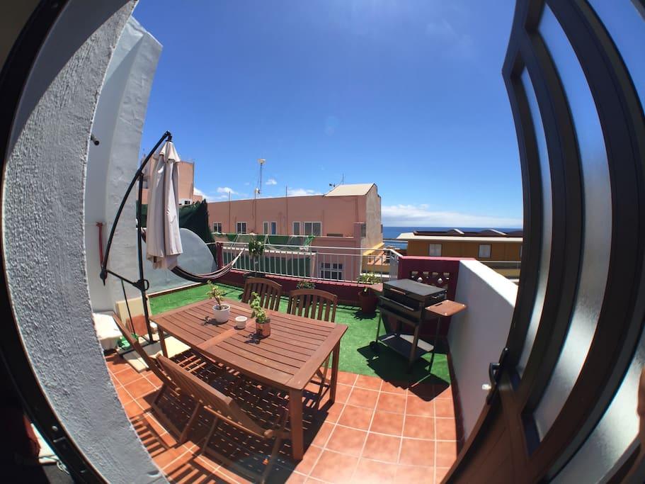 La terraza con vista al mar - La terrasse avec vue sur l'océan - The terrace with ocean view