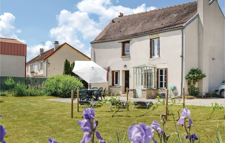 Holiday cottage with 2 bedrooms on 80m² in Landreville