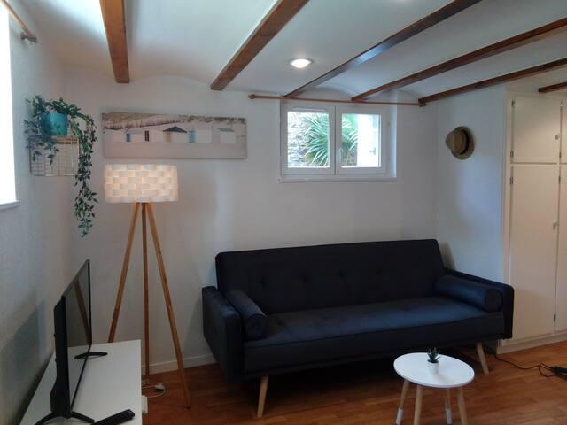 Studio en rez- de- jardin à 200m de la plage