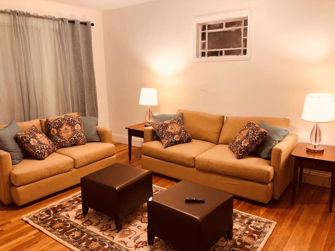Livingroom  with SmartTv, Netflix, Prime Video and Hulu.