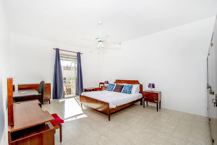 Marvelous bedroom with balcony_St Julian's area