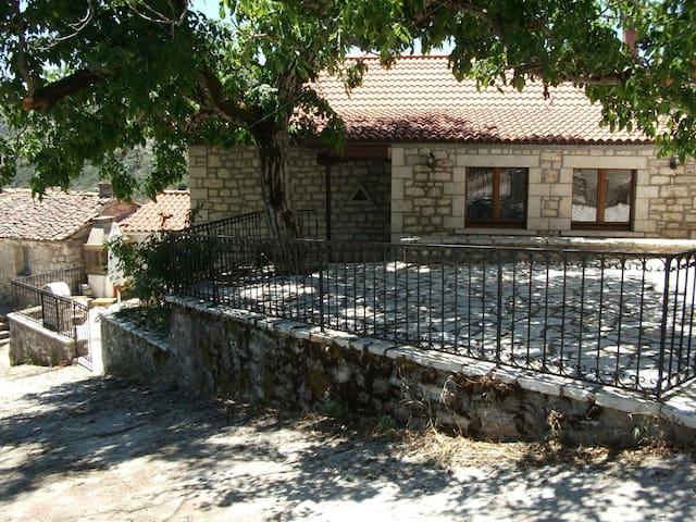 Δημητσανα-Πετρινη μεζονετα 150 τ.μ - χωριο Ζατουνα - House