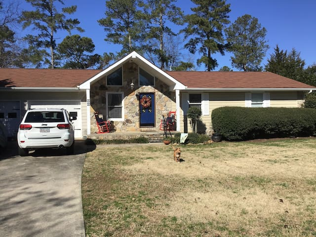 Three Bedroom Home Easy Access to Super Bowl