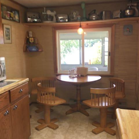 Bonnie Brink Cottage